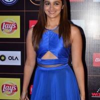 alia-bhatt-at-star-guild-awards-2015-photos3