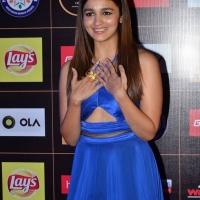 alia-bhatt-at-star-guild-awards-2015-photos6