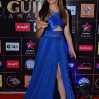 alia-bhatt-at-star-guild-awards-2015-photos8