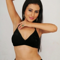 anusmriti-sarkar-photos-from-heroine-movie-007