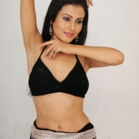 anusmriti-sarkar-photos-from-heroine-movie-008