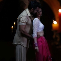 1428677303kamalinee-mukherjee-srimukhi-chandrika-movie-latest-stills2