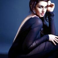 huma_qureshi_hot_photo_shoot_for_fhm_magazine3