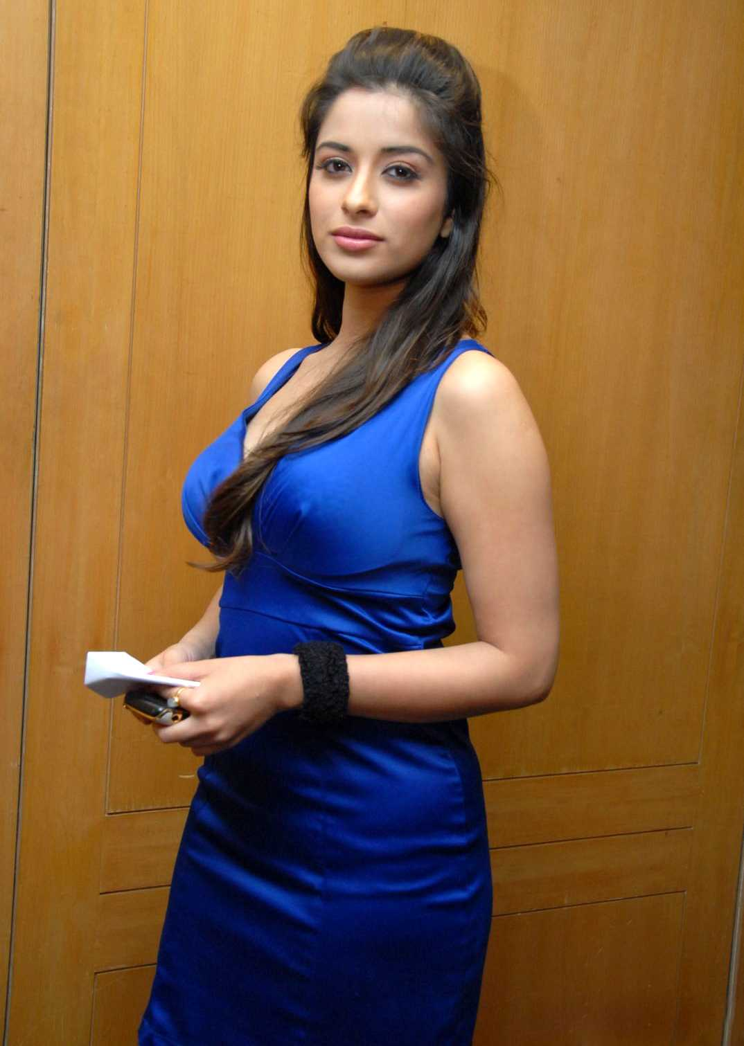 1415376012madhurima_hot-spicy-latest-stills-63