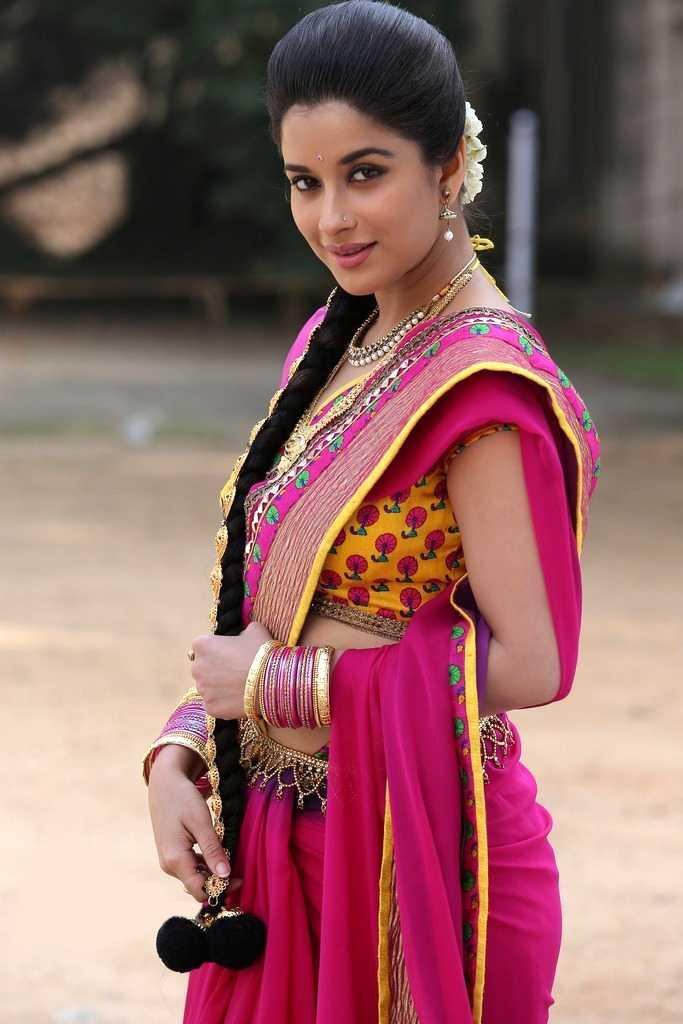 1415376014madhurima_kotha_janta_movie_stills-6