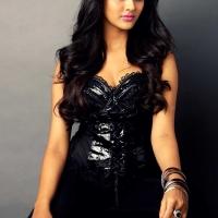 1428766471film-actress-pooja-jhaveri-photoshoot-on-black-dress-pics-4