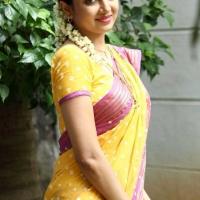 1427730786actress-poonam-kaur-beautiful-saree-stills5