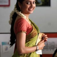 1427730786actress-poonam-kaur-beautiful-saree-stills6