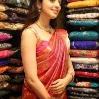 pranitha-stills-at-vrk-silks-launch-3