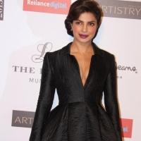 priyanka-chopra-stills-at-young-fashion-awards-2015-2
