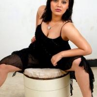 roshitha-hot-cleavage-9