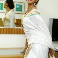 1428505011film-actress-sanjana-beautiful-white-saree-pics2