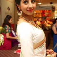 1428505012film-actress-sanjana-beautiful-white-saree-pics5