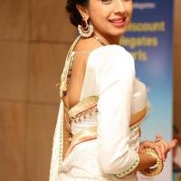 1428505012film-actress-sanjana-beautiful-white-saree-pics7