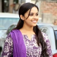 sri-divya-stills-in-vaaradhi-movie-2
