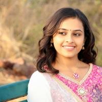 sri-divya-stills-in-vaaradhi-movie-5