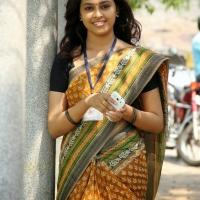 sri-divya-stills-in-vaaradhi-movie-6