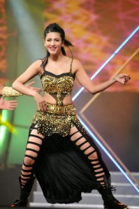 Shruthi-Haasan-at-60th-film-fare-awards-photos%2B_2_