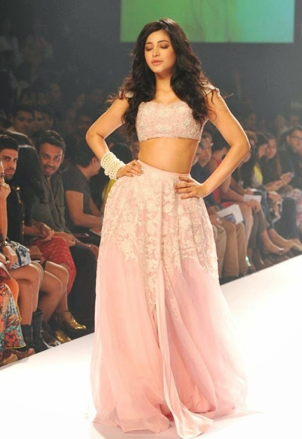 Shruti-Haasan-walks-the-ramp-at-LFW-9