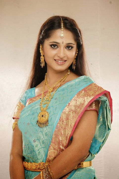 Actress Anushka Shetty Latest Cute Hot Exclusive Bridal Saree Spicy Photos Gallery (1)