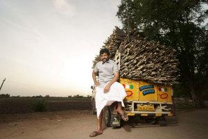 Karthi-Komban-Movie-First-Look-Photos (4)