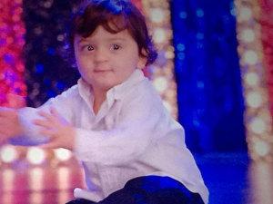 Shahrukh-Son-Abram-Entry-in-Happy-New-Year-Photos (1)
