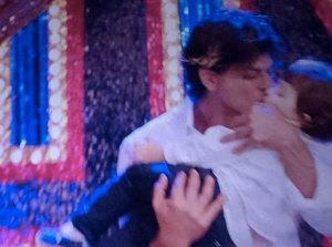 Shahrukh-Son-Abram-Entry-in-Happy-New-Year-Photos (3)