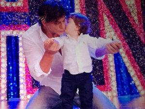 Shahrukh-Son-Abram-Entry-in-Happy-New-Year-Photos (4)