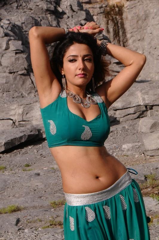Soniya-Man-Hot-Stills-10