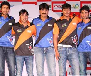 Tollywood Stars are prefer to play cricket in Vijayawada-IBO