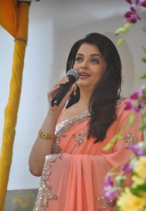 Aishwarya Rai at inauguration of Kalyan Jewellers_10