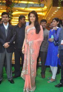 Aishwarya Rai at inauguration of Kalyan Jewellers_14