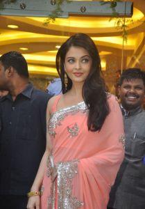 Aishwarya Rai at inauguration of Kalyan Jewellers_15