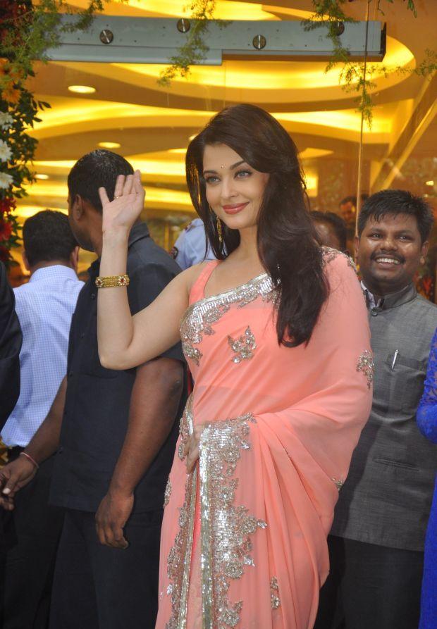 Aishwarya Rai at inauguration of Kalyan Jewellers_16