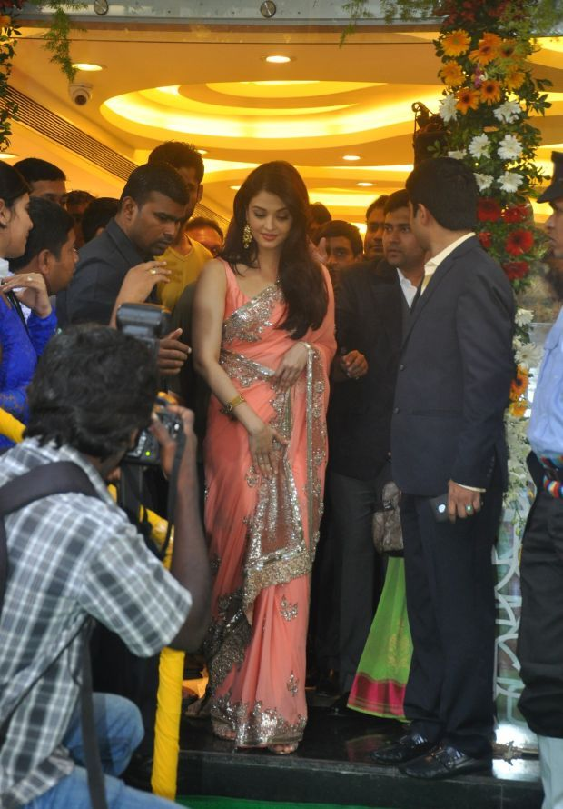 Aishwarya Rai at inauguration of Kalyan Jewellers_17