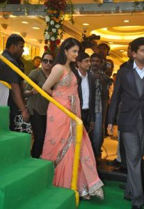 Aishwarya Rai at inauguration of Kalyan Jewellers_2
