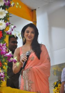 Aishwarya Rai at inauguration of Kalyan Jewellers_4