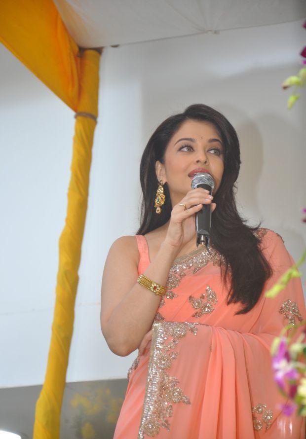 Aishwarya Rai at inauguration of Kalyan Jewellers_7
