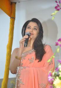 Aishwarya Rai at inauguration of Kalyan Jewellers_8