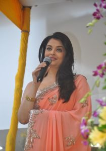 Aishwarya Rai at inauguration of Kalyan Jewellers_9