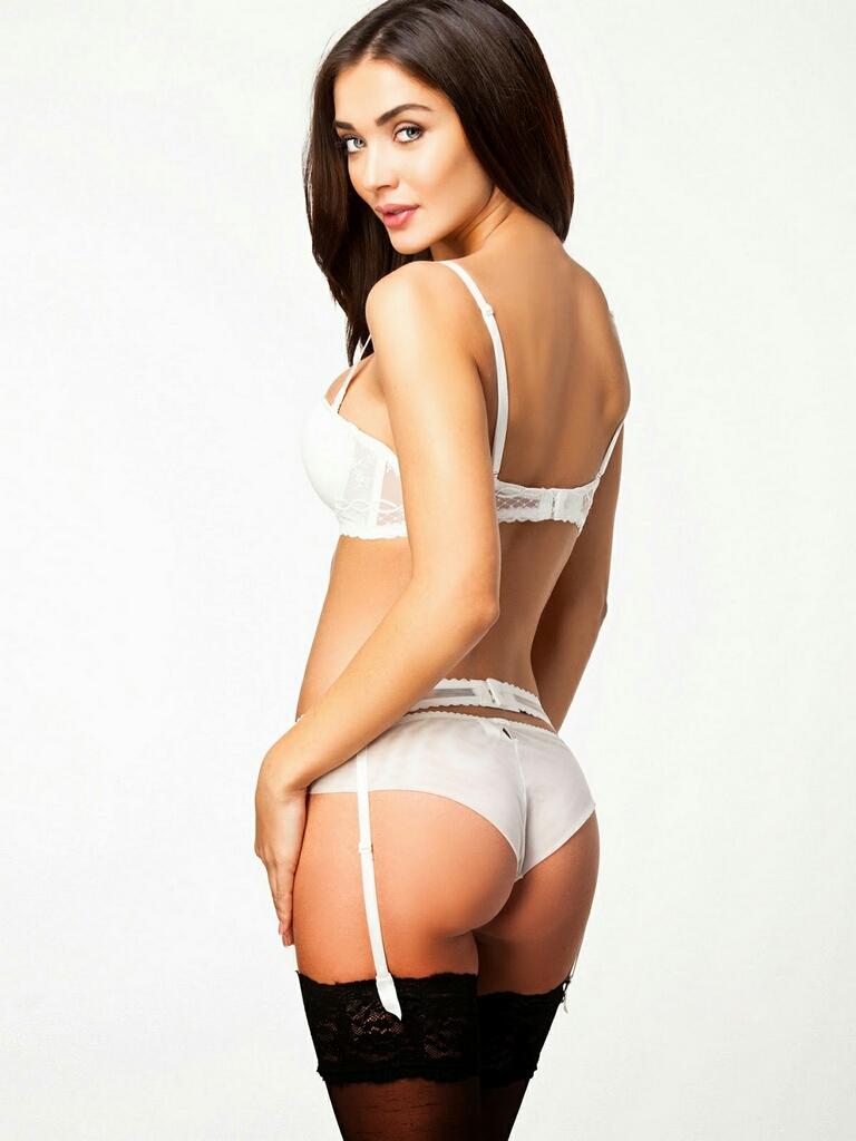 Amy-Jackson-Hot-Bikini-Stills-09