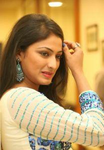 Haripriya Latest Pics_12