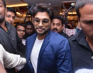 Allu Arjun Latest Stills At Joyalukkas