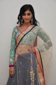 Pooja-Hegde-Cute-Stills-9-680x1024