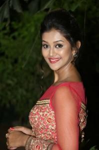 Pooja-Jhaveri-New-Stills-16