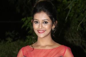 Pooja-Jhaveri-New-Stills-25