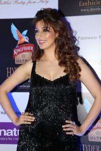 Raai-Lakshmi-Hot-Looking-At-Kingfisher-Ultra-HIFW15 (1)
