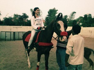 samantha new pic on horse riding