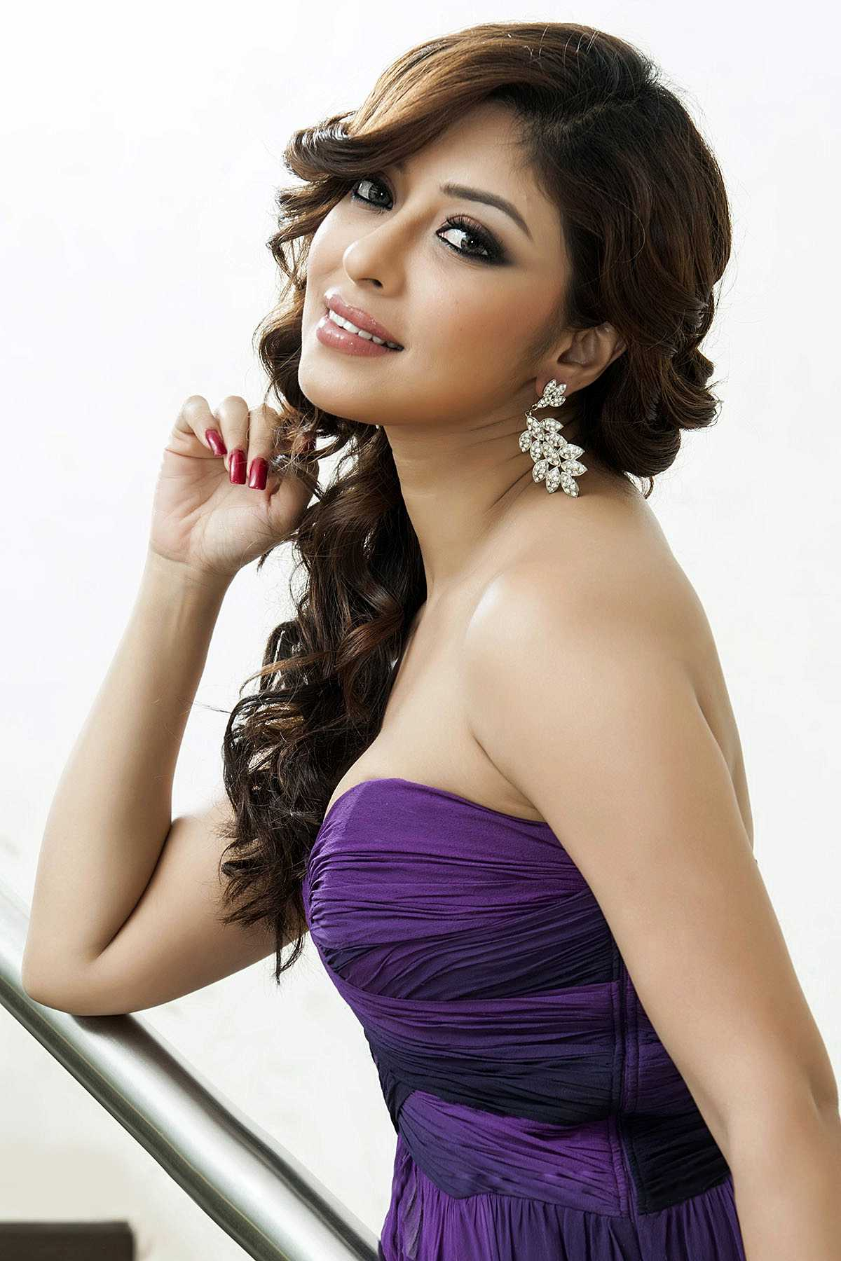 1427731018Actress-Payal-Ghosh-Glamorous-Pics1