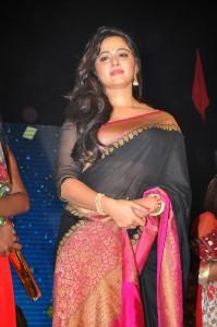 Anushka Stills at Rudhramadevi Audio Launch (1)